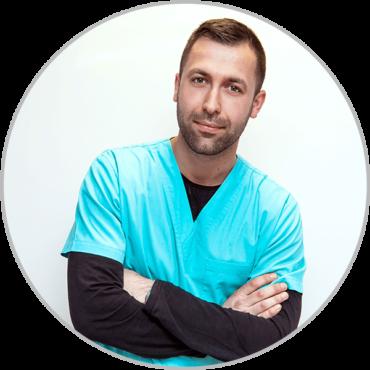 Господин Калчев - помощен персонал във ветеринарна клиника Елпида